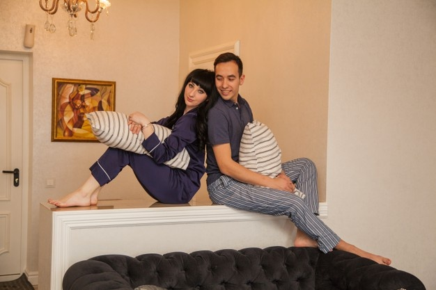 Couple-love-morning-pajamas